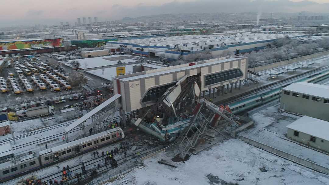 Ankara%E2%80%99da+hızlı+tren+kazası:+9+%C3%B6l%C3%BC,+47+%C4%B1aralı