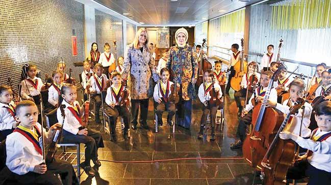 Venezuela'da Emine Erdoğan'a özel müzik icrası