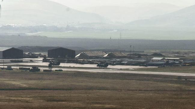 AA: ABD askerlerinin Suriyeden çekilirken kullanması beklenen hava üssünde hareketlilik gözlendi 30