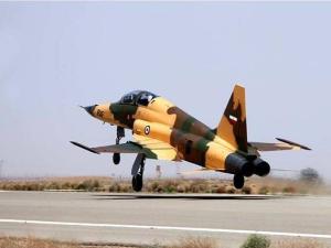 İran yeni savaş uçağı 'Kevser'i dünyaya tanıttı