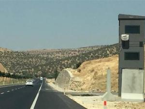 Diyarbakır-Mardin karayolunda zırhlı güvenlik kuleleri oluşturuldu