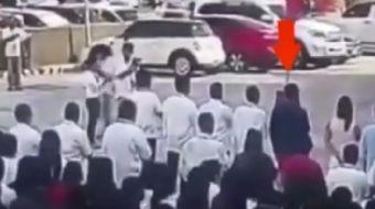 Filipinler´de bir bayrak törenine katılan Tanauan Belediye Başkanı Antonio Cando Halili, silahlı bir