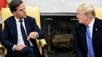 Beyaz Saray'da rutin ´liderler fotoğraf çekimi´ sırasında, Trump'ın konuğu olan Hollanda Başbakanı M