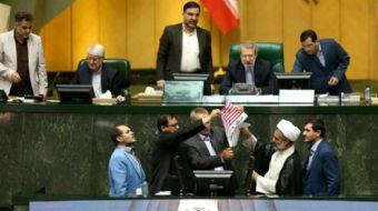 İran Meclisi´nde bir grup milletvekili, ABD Başkanı Donald Trump´ın İran ile imzalanan nükleer anlaş