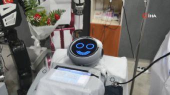 Konya´da yazılım firması Akınsoft - Akınrobotics tarafından üretilen insansı robot Mini Ada, Antalya