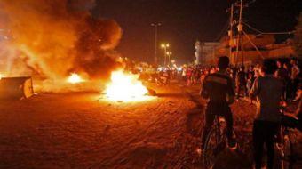 Irak'ın Basra kentinde elektrik kesintileri ve işsizlik sebebi ile başlayan gösteriler büyürken, baz