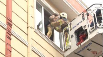 Beyoğlu Sütlüce Mahallesi'nde 4 katlı bir apartmanın doğal gaz sisteminde önce patlama daha sonra