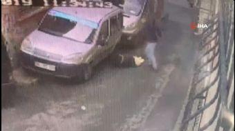 Beyoğlu'nda bir şahıs, Fas uyruklu sevgilisini sokak ortasında dövdü. O anlar güvenlik kameralarına