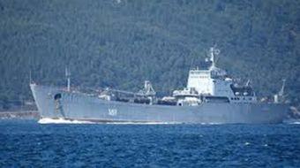 Rus Donanması'na ait 148 borda numaralı 'Orsk' adlı savaş gemisi, Çanakkale Boğazı'ndan geçti. Ege D