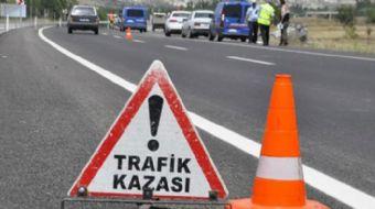 Kocaeli´nin Dilovası ilçesi TEM otoyolunda bir minibüs ile TIR çarpıştı. Kazada Kocaeli Valisi Hüsey