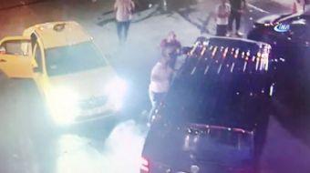 İstanbul Maltepe'de benzin istasyonunda bekleyen UBER Şoförüne taksiyle gelen üç kişi yumruklarla sa