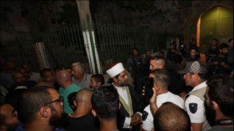 İkindi namazının ardından Mescid-i Aksa´nın kapılarını kapatan İsrail polisi, Harem-i Şerif´in Esbat