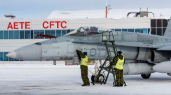 Kanada, Avustralya hükûmetinden satın aldığı 2 adet F/A-18A Hornet savaş uçağını teslim aldı.