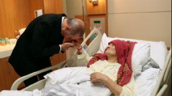 Türkiye Cumhurbaşkanı Recep Tayyip Erdoğan, 100 yaşındaki Nazmiye Balcı´yı tedavi gördüğü hastanede