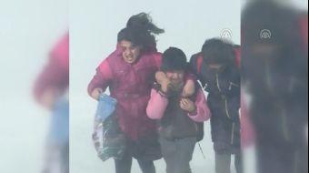 Olumsuz hava koşulları dolayısıyla Kars-Digor ve Kars-Göle kara yollarında sürücüler ilerlemekte güç