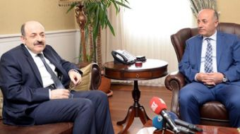 YÖK Başkanı Prof. Dr. Yekta Saraç, seçim tarihinin öne alınmasının ardından kamu yararını gözeterek