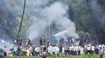 Küba'nın başkenti Havana'da bulunan Jose Marti Uluslararası Havalimanından kalkan bir yolcu uçağı dü