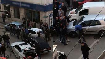 Trafikte yol verme kavgasında coplar konuştu, o anlar vatandaş kamerasına yansıdı