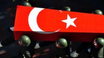 Hakkari'nin Çukurca ilçesinde teröristlerce düzenlenen roketli saldırıda 2 asker şehit oldu, 1 asker