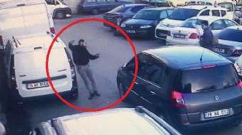 Samsun'da, bir otelde kalan şahıs cep telefonuyla görüşme yaparak otelden çıkış yaptığı sırada seyir