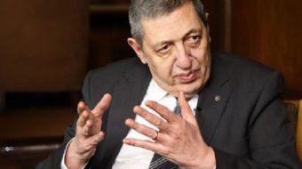 Eski büyükelçi ve milletvekili Ahmet Deniz Bölükbaşı, tedavi gördüğü hastanede 69 yaşında hayatına g