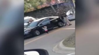ABD'de bir polis çevirmesinde, babasının polisler tarafından gözaltına alındığını gören küçük kız da