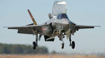 Türkiye için üretilen ilk F-35A uçağının havalanışı ilk kez görüntülendi.