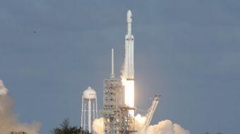 Uzay aracı ve roket üreticisi SpaceX tarafından üretilen Falcon 9 roketiyle California´dan 5 haberle
