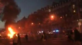 Fransa'da Akaryakıt zamlarını protesto edenlerle güvenlik güçleri arasında şiddetli çatışmalar yaşan