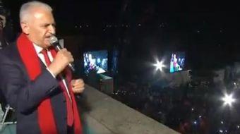 Başbakan Binali Yıldırım, Ankara´da AK Parti Genel Merkezi balkonundan bir konuşma yaptı. Cumhurbaşk