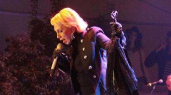 18. Çatalca Erguvan Festivali'nde dün gece sahne alan şarkıcı Sertab Erener, protokol için ayrılan b