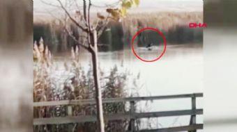 Ankara´nın Gölbaşı ilçesindeki Mogan Gölü sazlık alanında bir sandal devrildi. Devrildikten sonra te