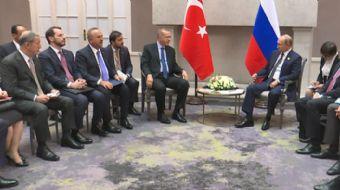 BRICS Zirvesi için Güney Afrika'da bulunan Cumhurbaşkanı Erdoğan, Putin ile bir araya geldi. İkili a