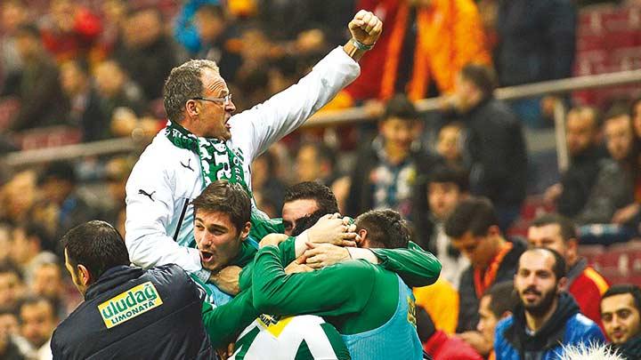 Bursaspor'da+%C4%B0rfan+Buz+d%C3%B6nemi
