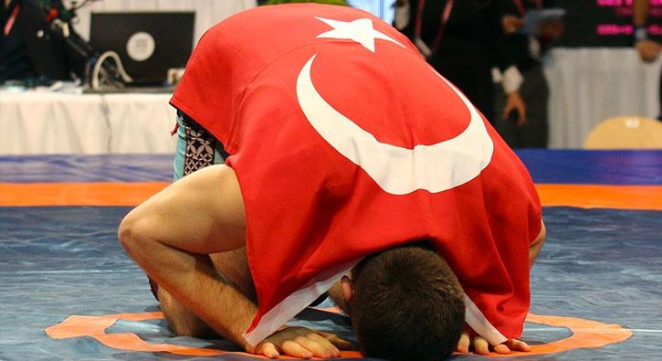 Milli güreşçi Murat Ertürk Avrupa Şampiyonu!