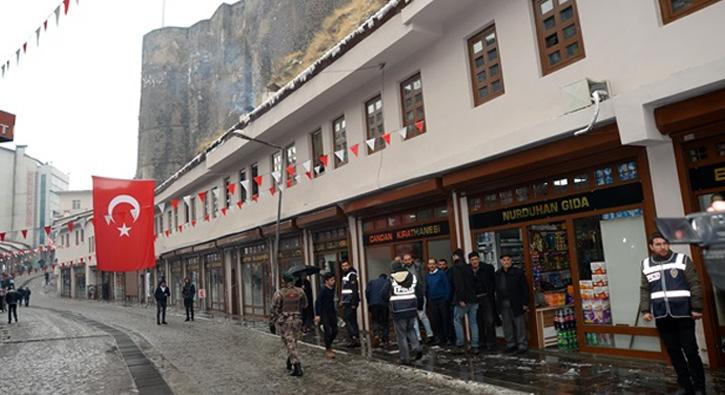 Bitlis%E2%80%99teki+soka%C4%9Fa+%C3%A7%C4%B1kma+yasa%C4%9F%C4%B1+kald%C4%B1r%C4%B1ld%C4%B1