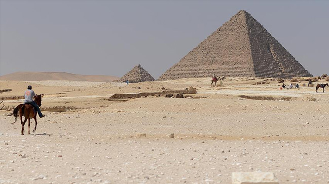 Mısırda 4 bin 400 yıllık mezar keşfi