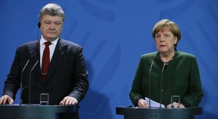 Poro%C5%9Fenko,+Merkel+ile+Ukrayna+krizini+konu%C5%9Ftu