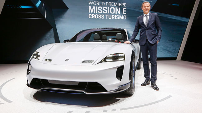 Porsche,+Cenevre%E2%80%99de+Mission+E+Cross+Turismo+ve++911+GT3+RS%E2%80%99in+d%C3%BCnya+pr%C3%B6miyerlerini+ger%C3%A7ekle%C5%9Ftirdi