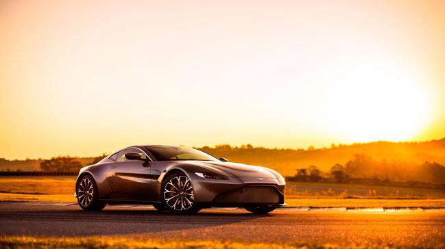 """Aston+Mart%C4%B1n%E2%80%99in+yeni+""""Vantage""""+modeli+Cenevre%E2%80%99de+tan%C4%B1t%C4%B1ld%C4%B1"""