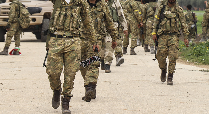 400+asker+Afrin%E2%80%99e+do%C4%9Fru+yola+%C3%A7%C4%B1kt%C4%B1