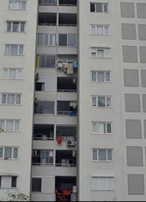 Eve gelen arkadaşına 'bekle' deyip, 8'inci kattan atladı