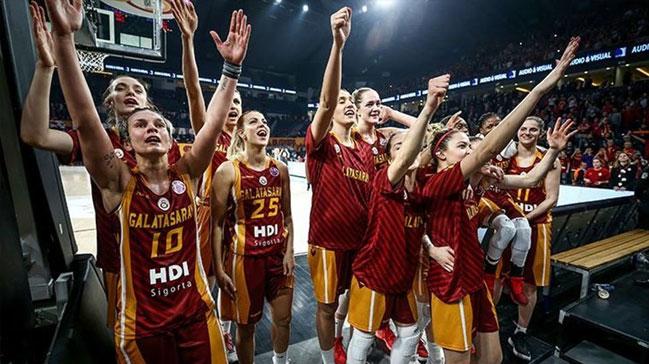 Galatasaray+%C5%9Fampiyonluk+i%C3%A7in+sahada