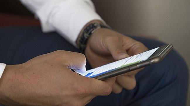Uzmanlar, aşırı mobil kullanımının duruş bozukluğu ve kamburluğa yol açtığını belirtti