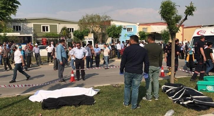 Manisa'da otomobil refüjdeki işçilere çarptı: 3 ölü, 1 yaralı