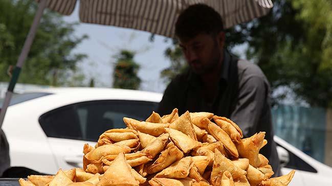 Pakistan'da iftarýn vazgeçilmezi samosa