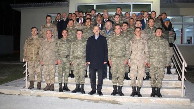 Hükümetten Mehmetçik'e moral ziyareti