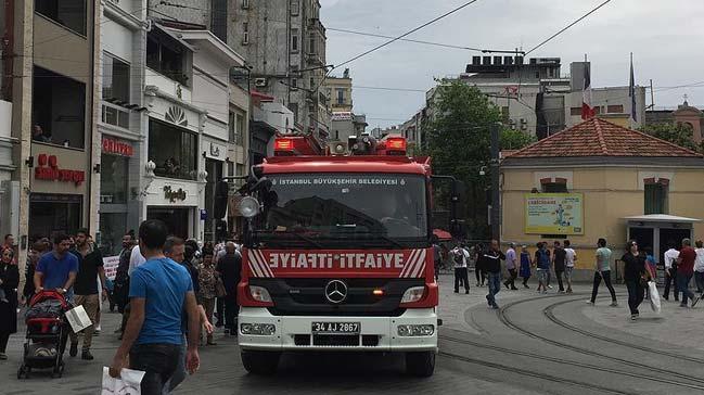 Taksim'de Beyoğlu Belediyesi'ne ait itfaiye aracına trafik polisleri tarafından ceza