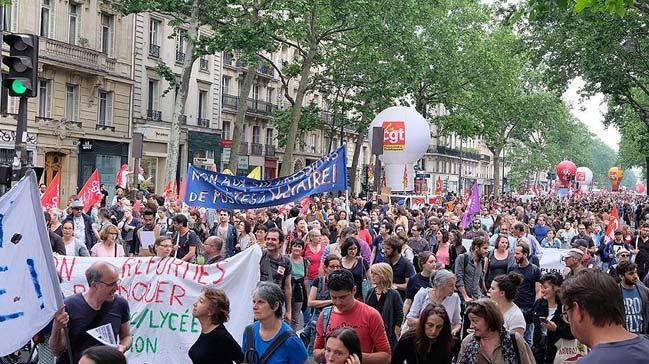 Fransa%E2%80%99da+memurlar+yeniden+genel+grevde