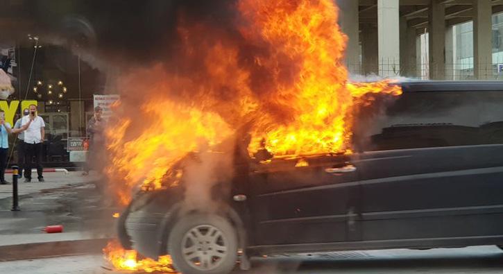 İstanbul E-5'te araç yangını